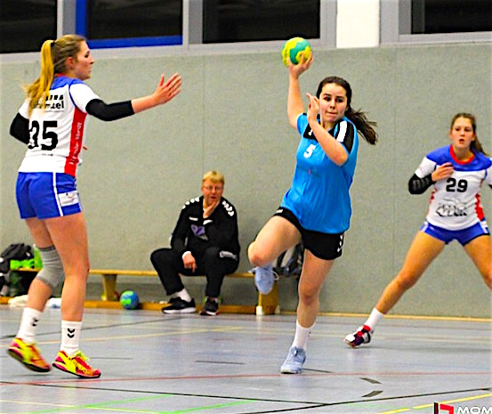 Francesca plays Great Britain's Under 17 women's Handball team!